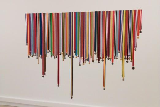 Léa Le Bricomte, Dripping Medals 2, sculpture ( médailles et rubans militaires augmentés ) 2012