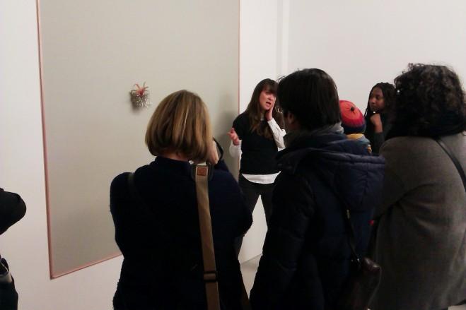 Visite guidée ar Stéphanie Airaud devant une oeuvre de Noel Dolla