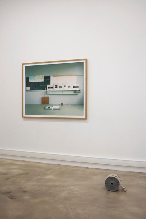 Gilles Saussier, Paysage à la corde II Charles Dickens, vue de l'exposition à La Forme / copyright Louis Matton